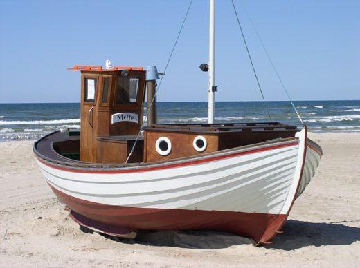 fishing-boat-49523_640